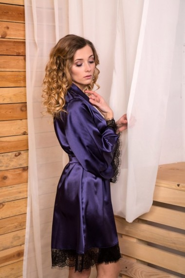 Халат женский атласный с широкими рукавами и красивым кружевом темно-синий 0922