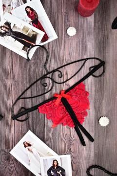 Стринги с  разрезом красно-черные купить