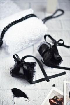 черные наручники атласно-кружевные