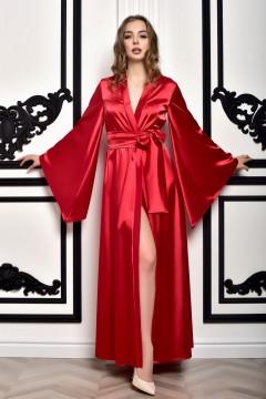 Красный атласный кимоно...